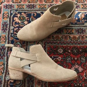 Dolce Vita Koree Ankle Bootie Taupe Suede 8